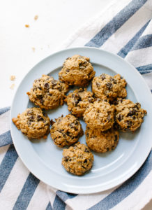 maple-sweetened-peanut-butter-chocolate-chip-oatmeal-cookies